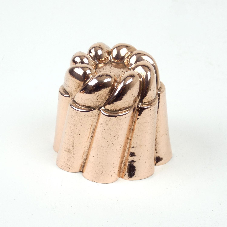 Miniature, wrythen mould.