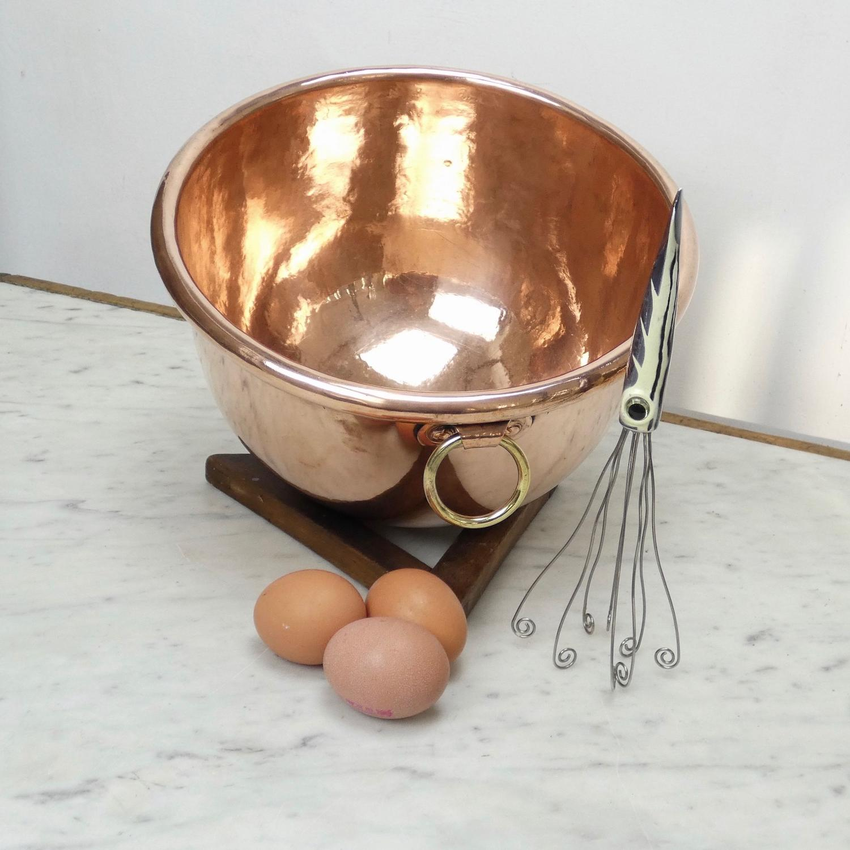 Deep egg bowl