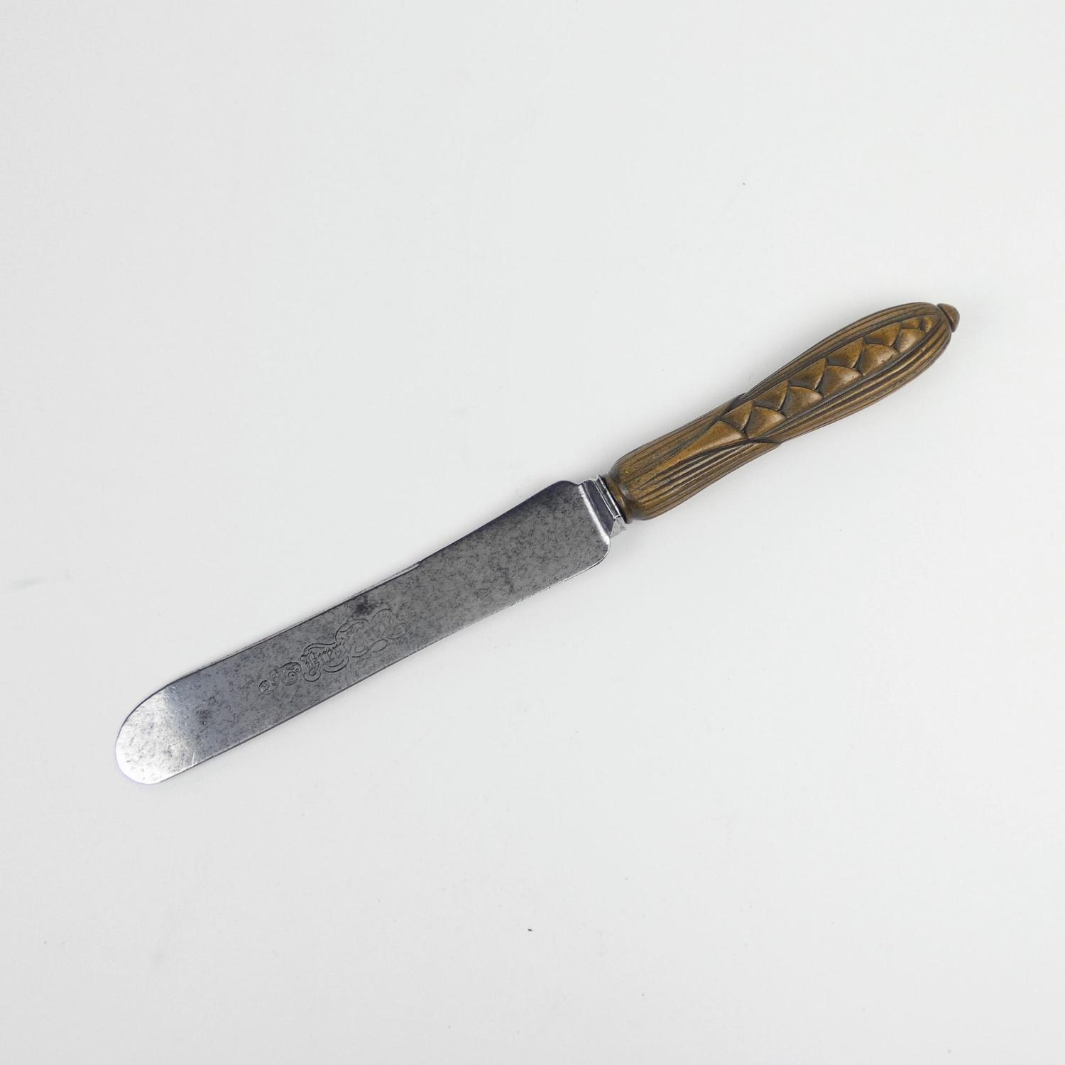 Well carved breadknife