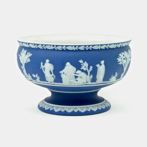 Small pedestal bowl