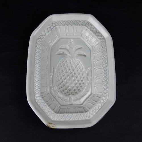 Pearlware pineapple mould