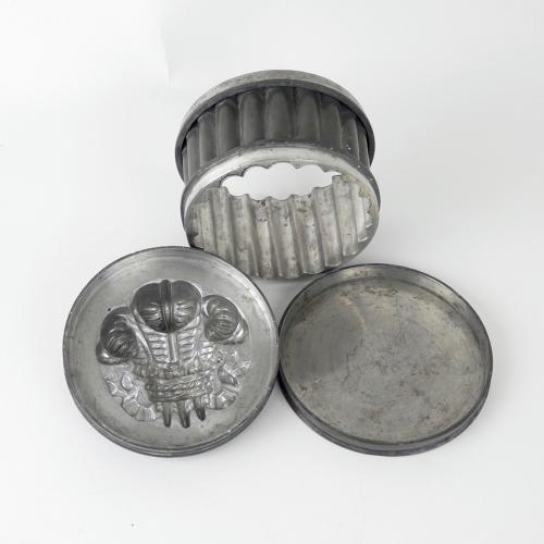 Prince of Wales feathers mould