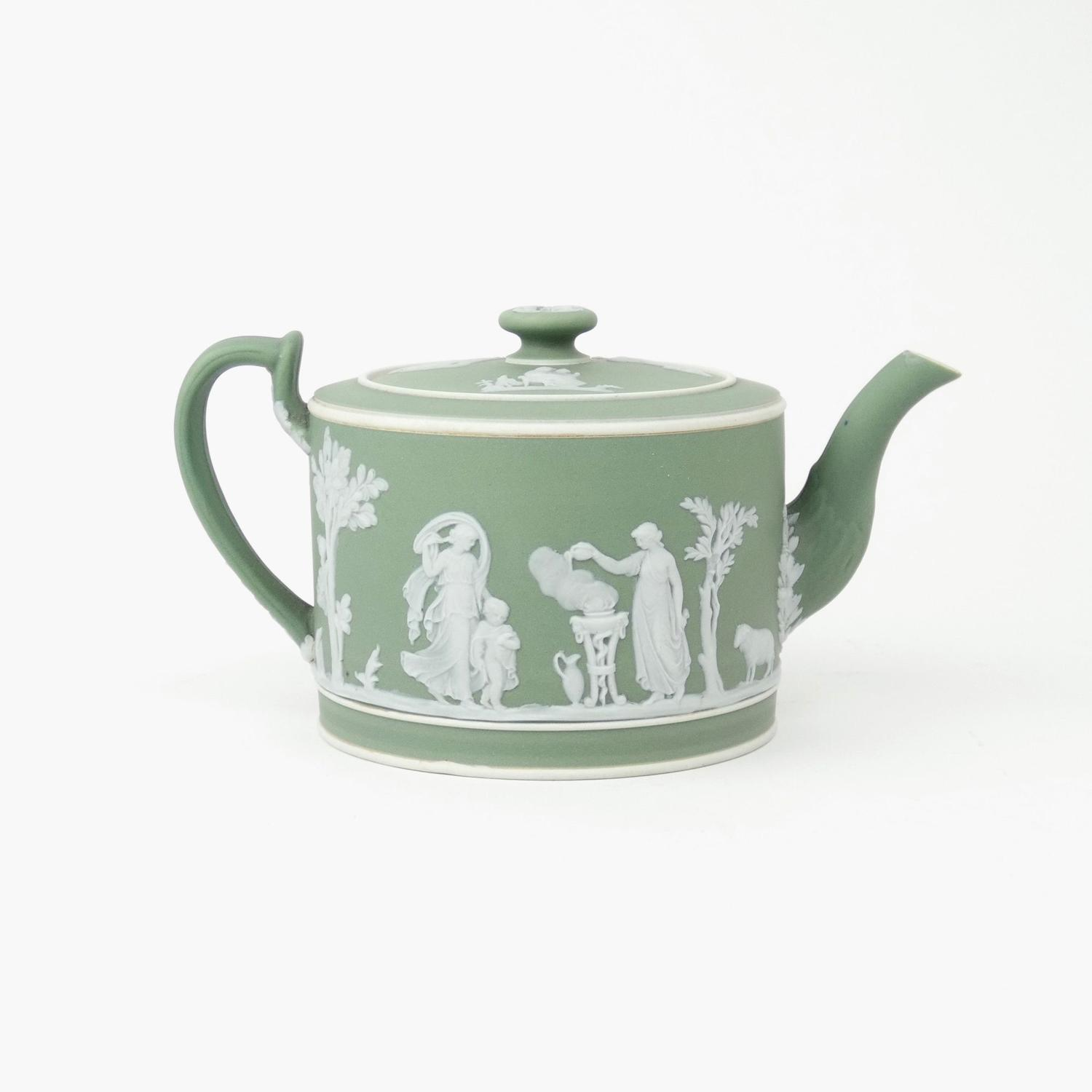 Green, drum shaped teapot