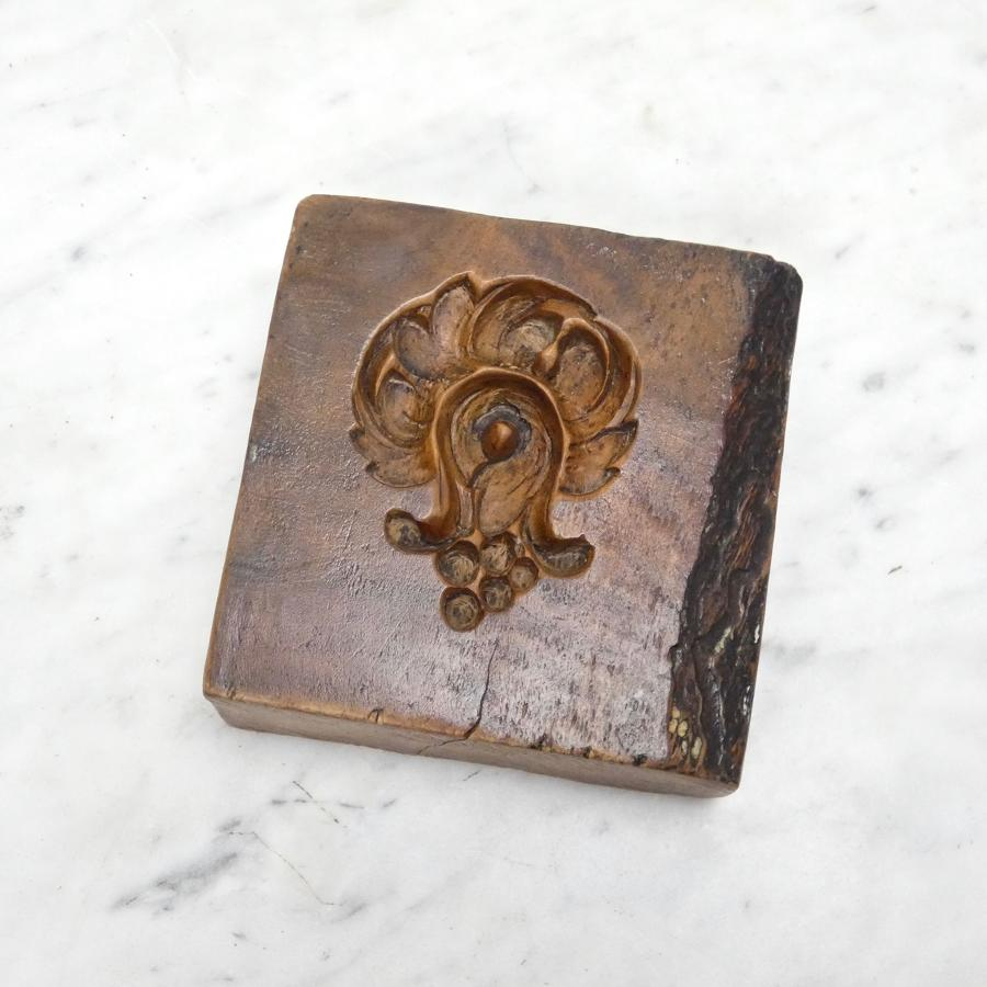 Small walnut gesso mould