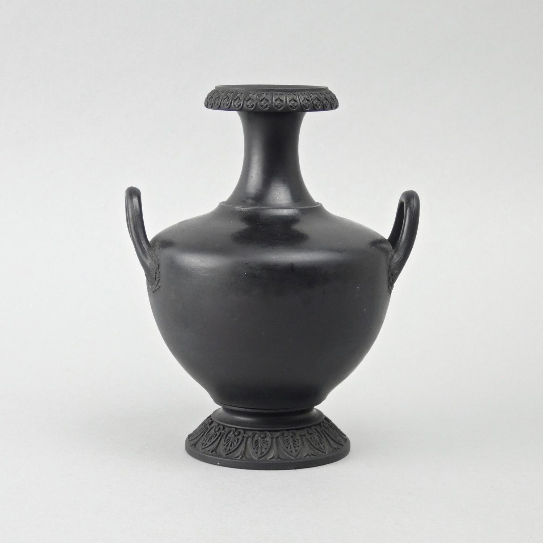Fine 18th century basalt vase