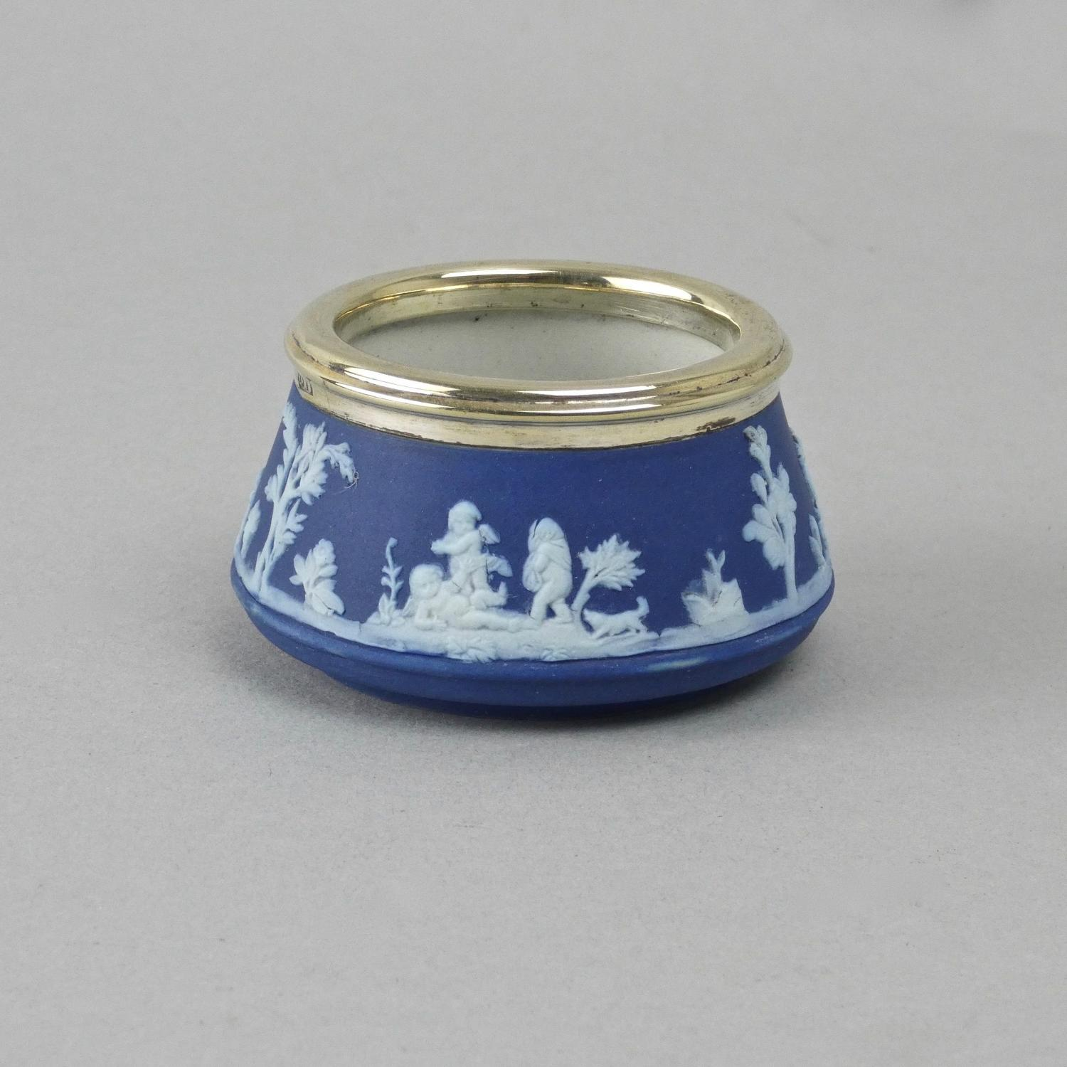 Small Wedgwood salt pot