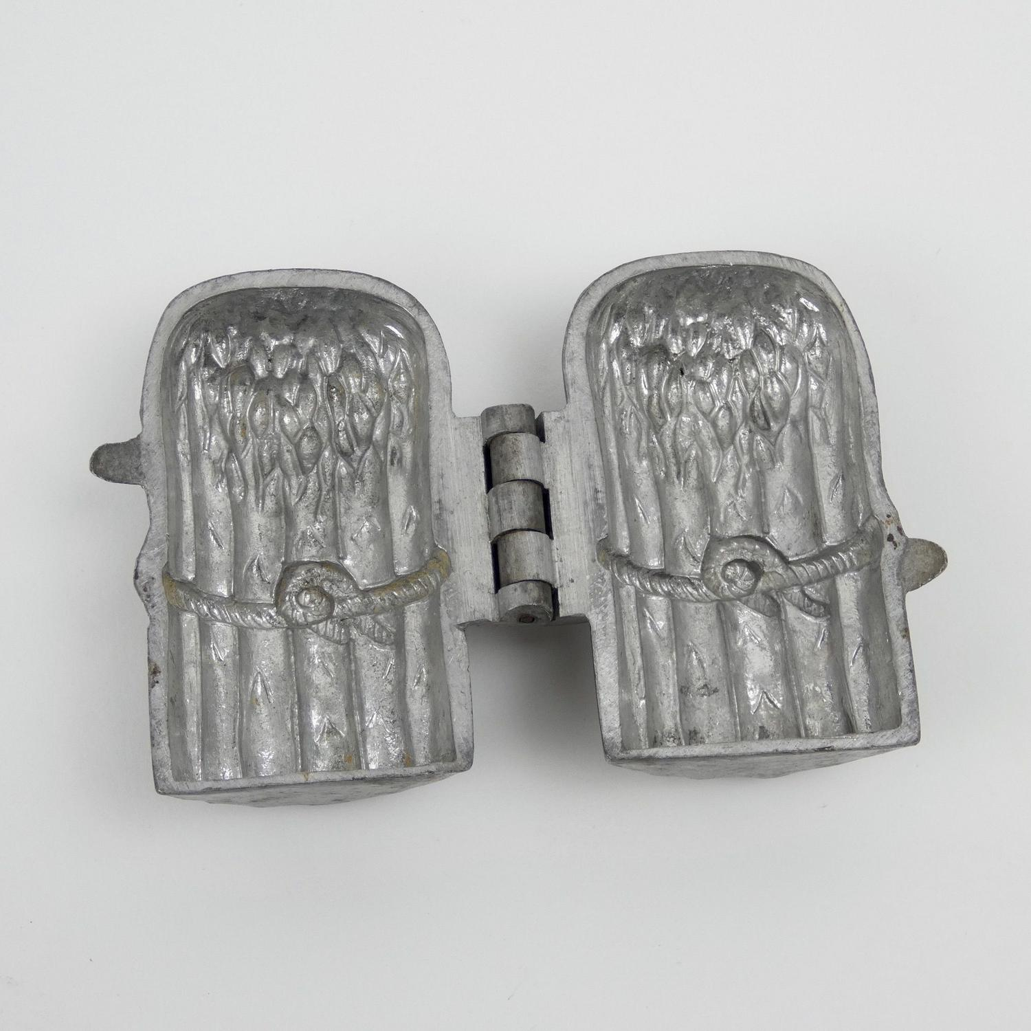 Pewter 'bunch of asparagus' mould.