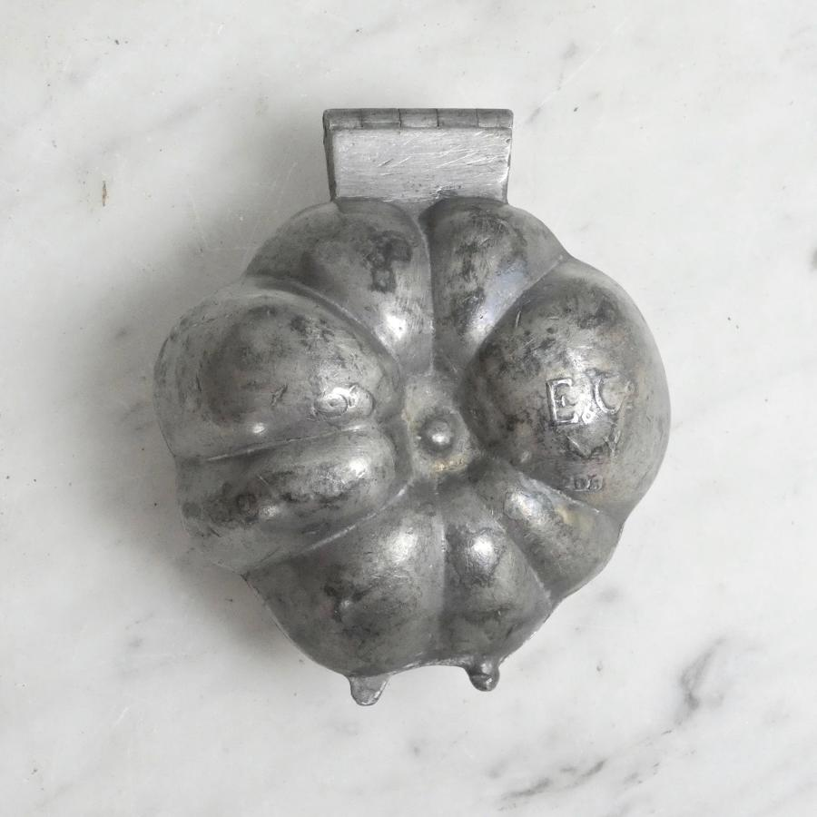 Pewter pumpkin mould