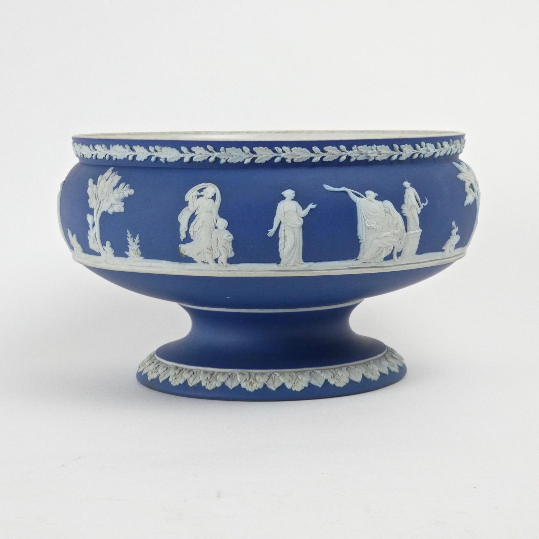 Wedgwood pedestal bowl