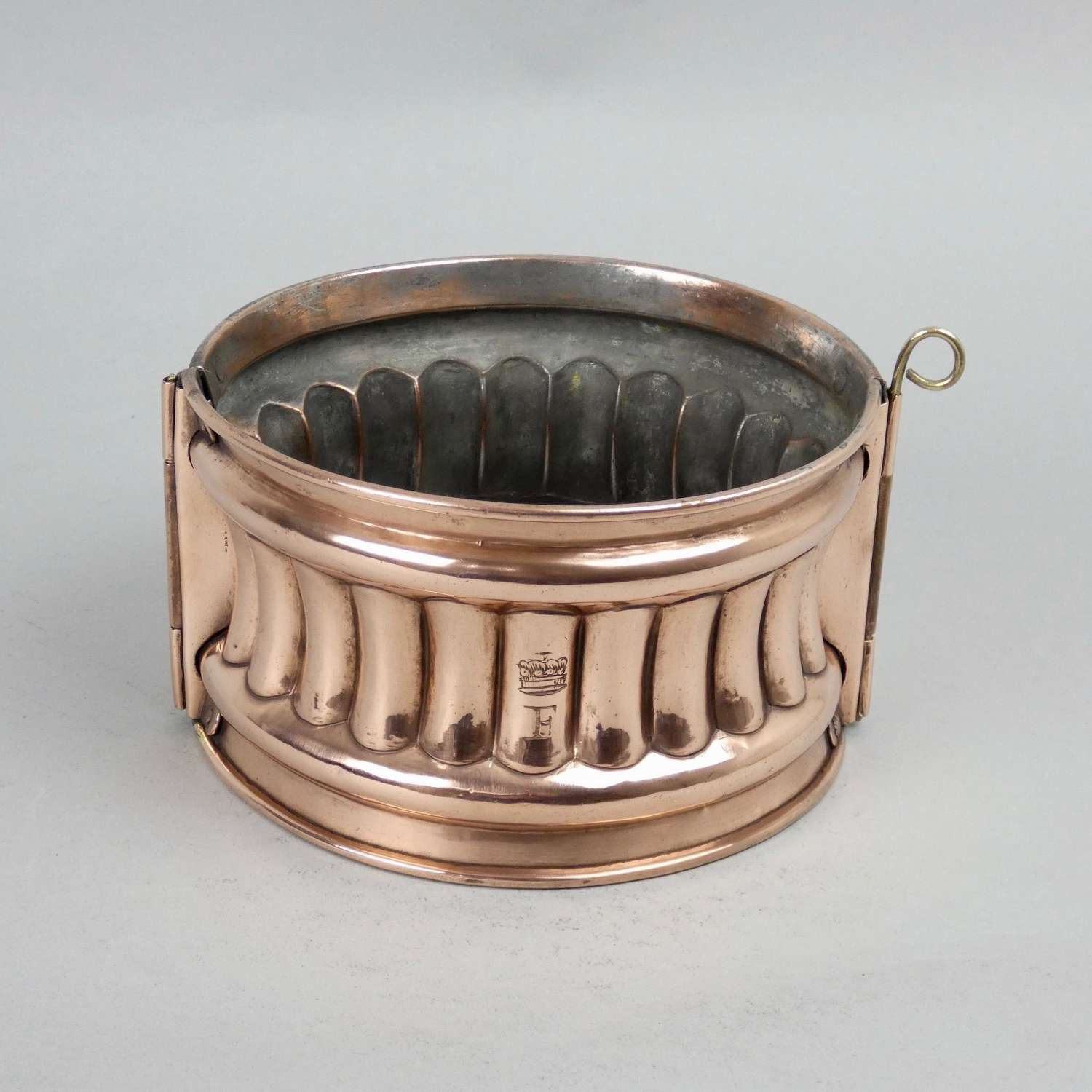 Engraved game pie mould