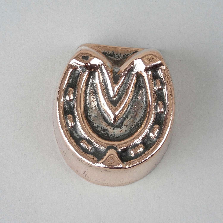 Mini horseshoe mould
