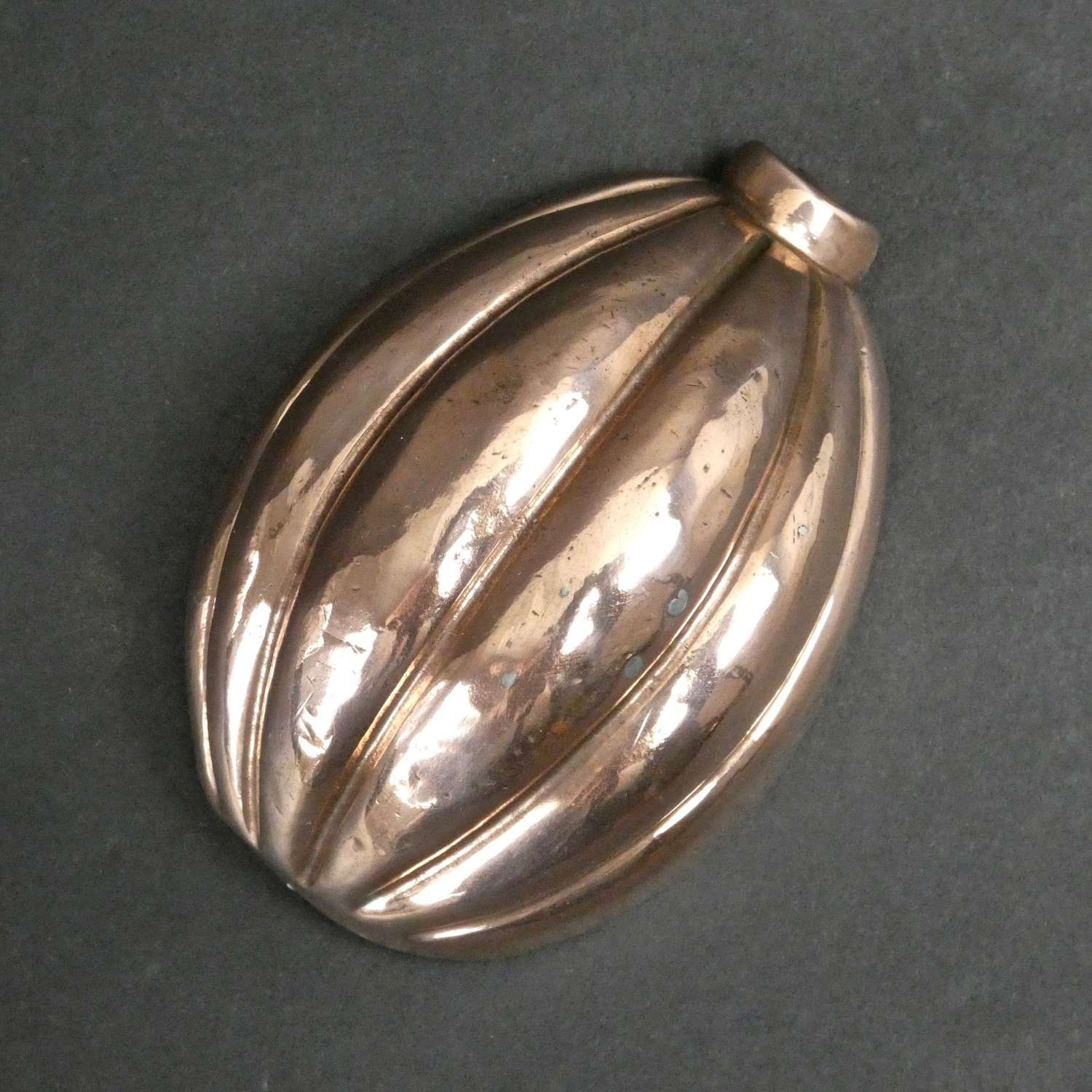 Miniature mould in the shape of a melon