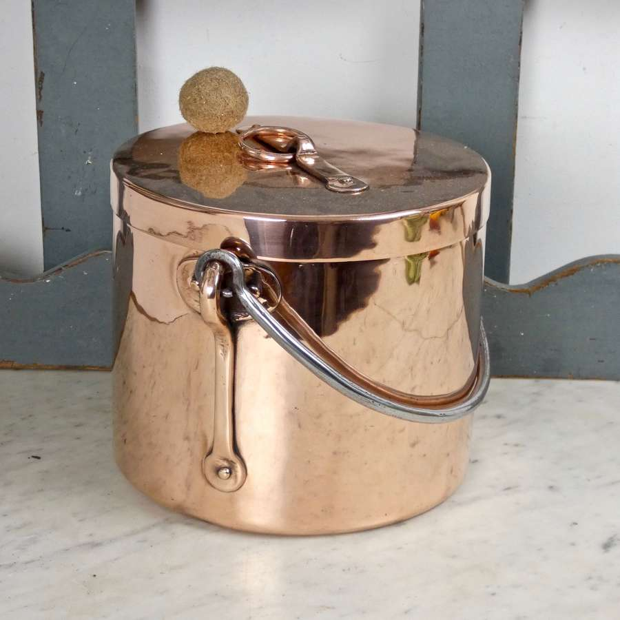 Small, hanging stockpot