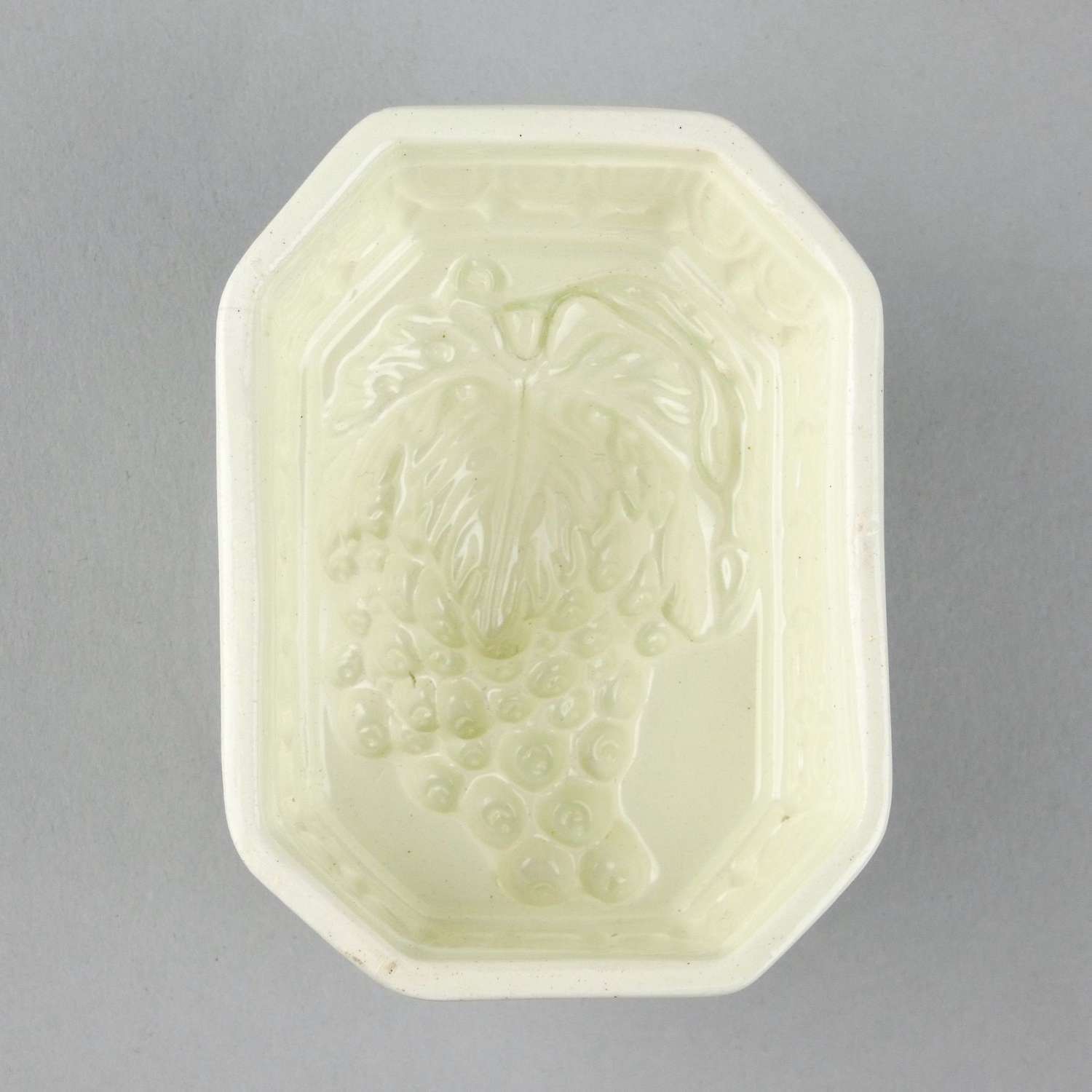 Creamware mould with grapes to base
