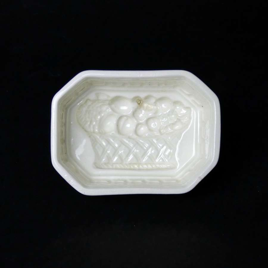 Fine, creamware mould with basket of fruit