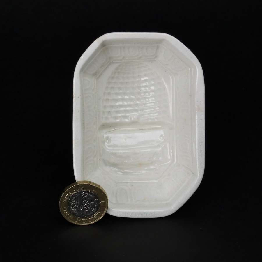 Small mould with beehive to base