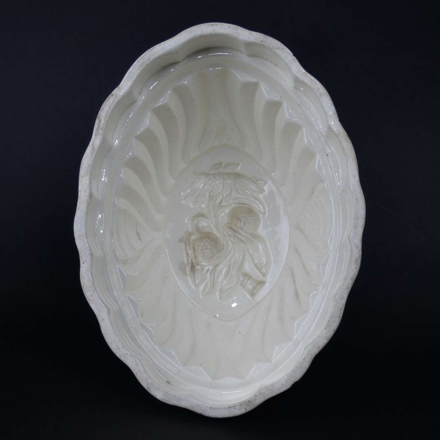 Creamware mould with exotic fruits