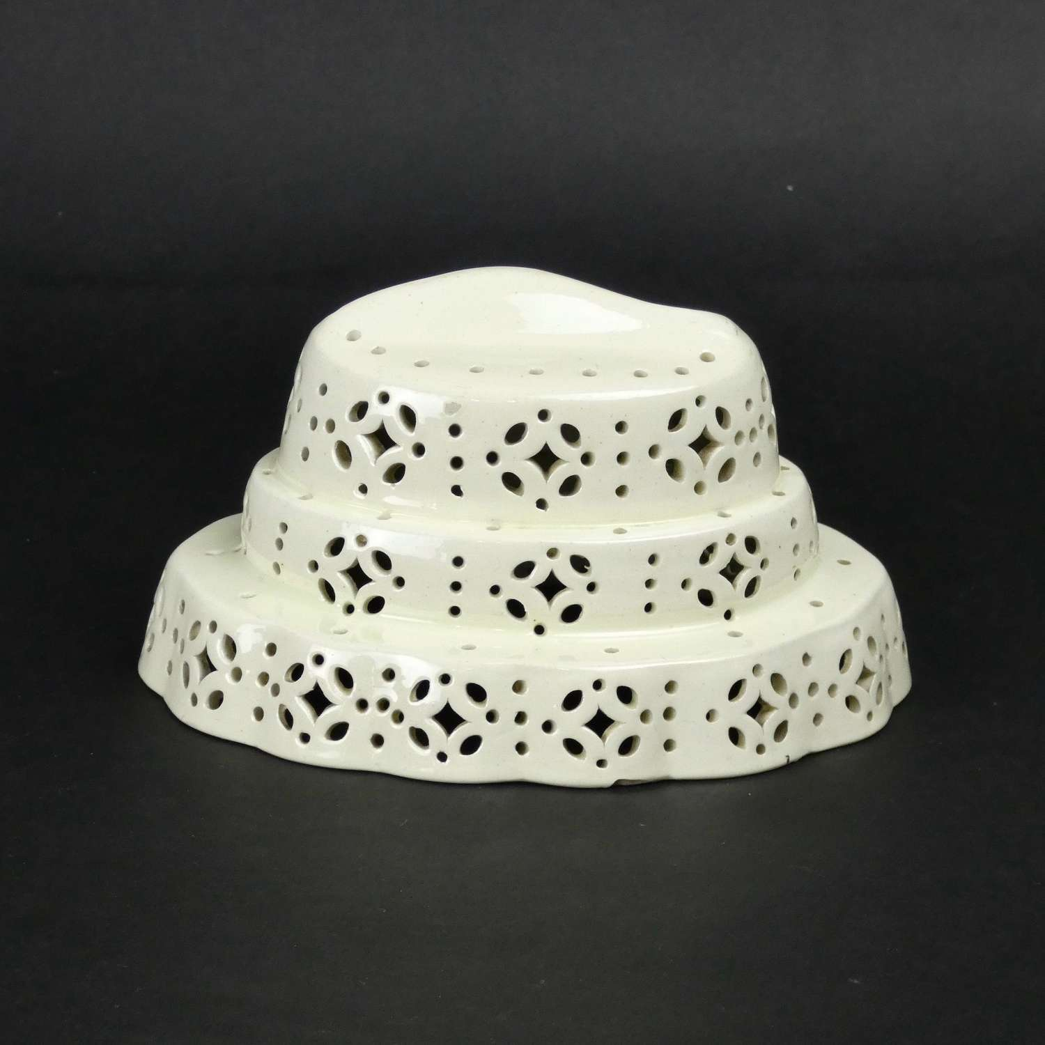 Fish top, creamware curd cheese mould