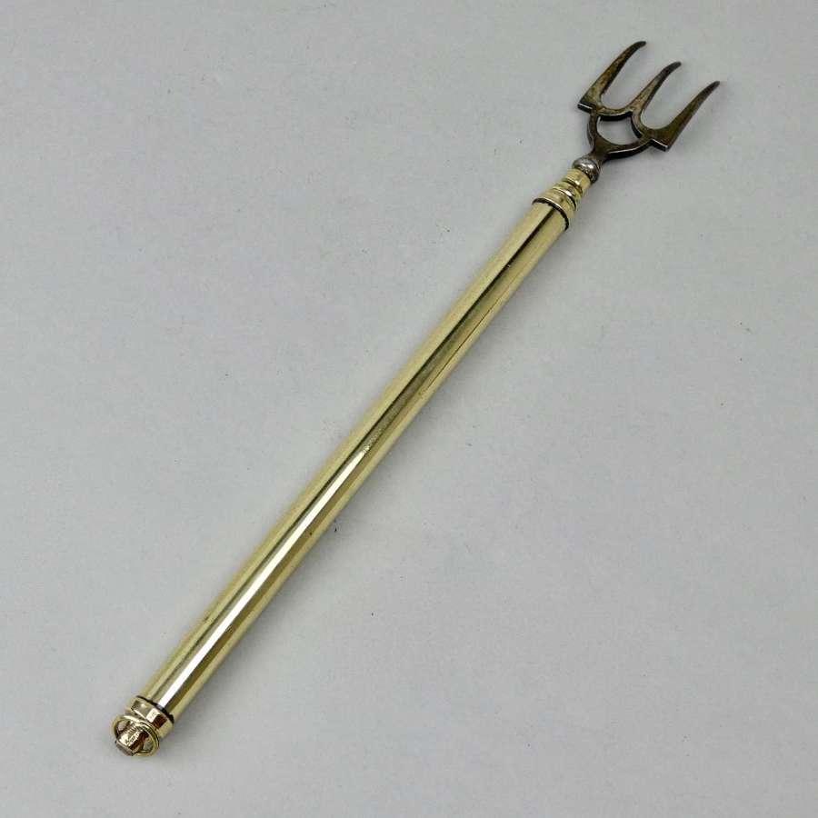 Extending brass toasting fork