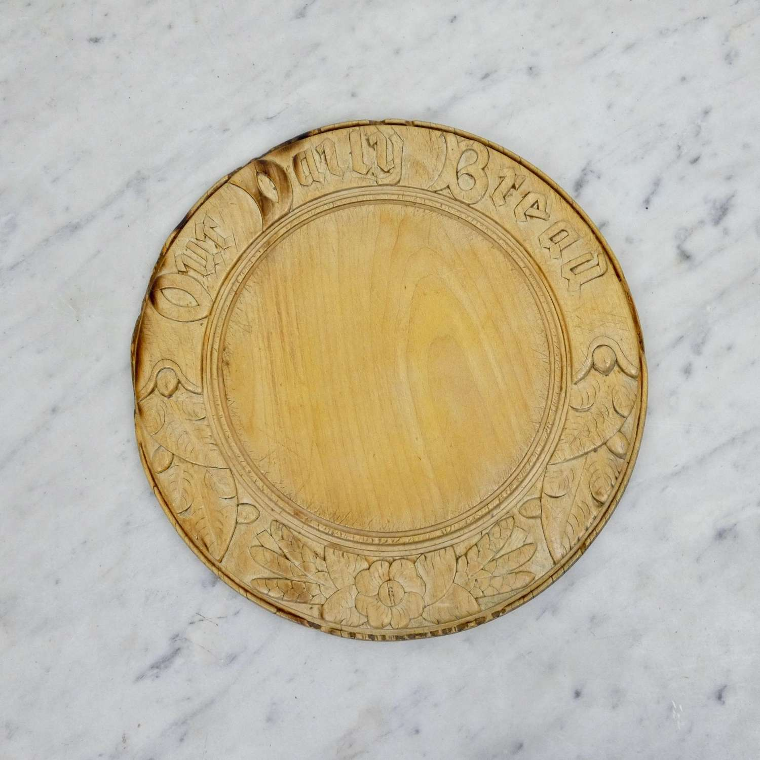 Well carved breadboard