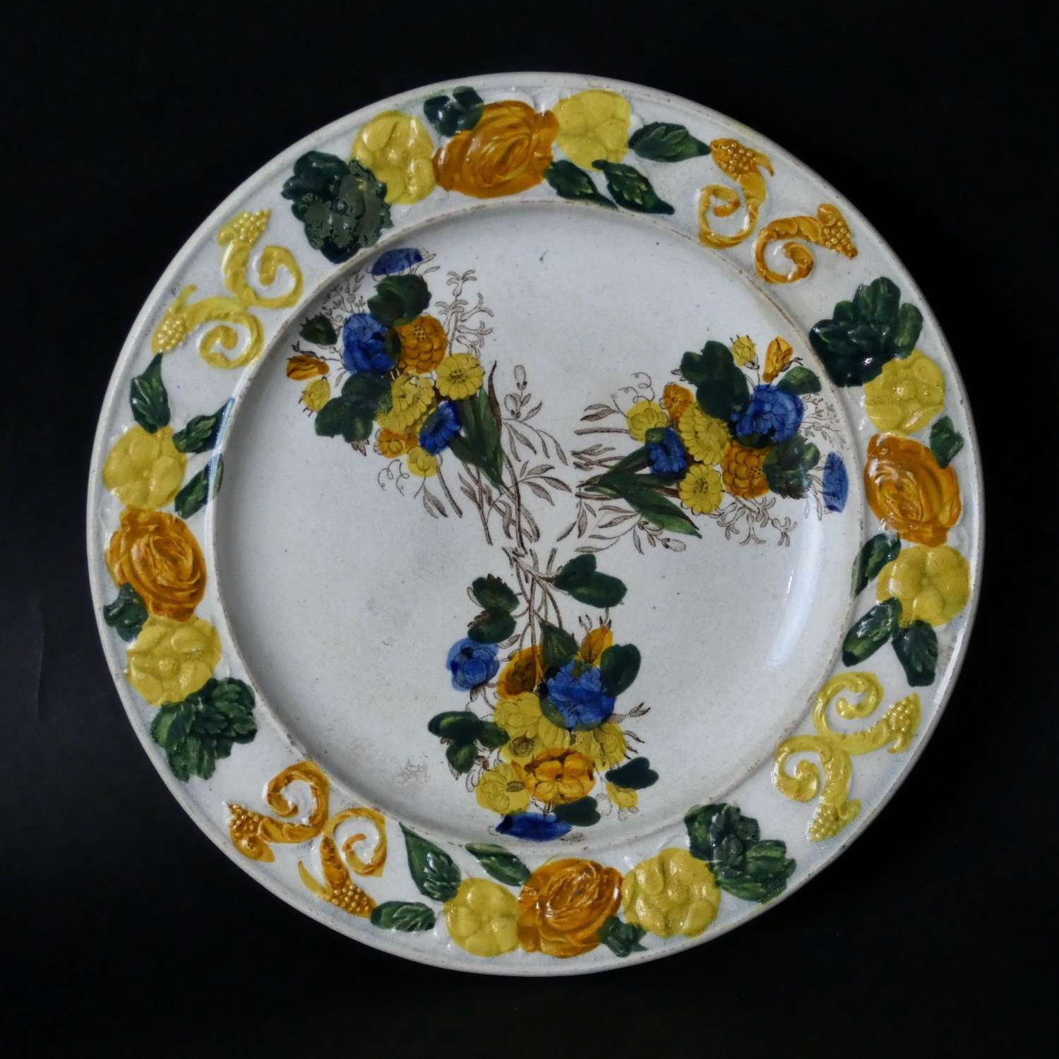 Child's plate with bouquets of flowers